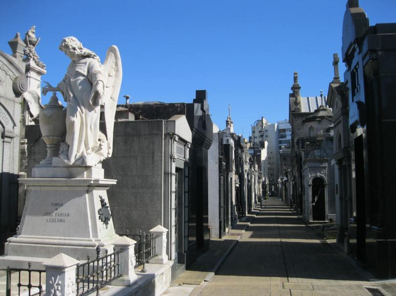Și am ajuns și-n La Recoleta, cel mai faimos cimitir din țara asta.